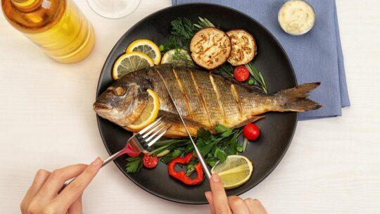 Как начать есть рыбу